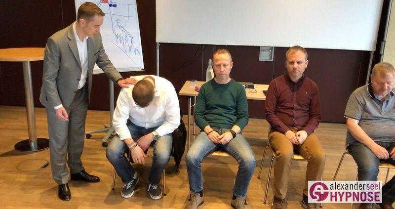 Blitzhypnose-lernen-im-Blitzhypnose-Seminar-Alexander-Seel-00001