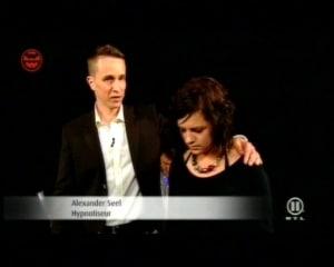 Hypnotiseur Alexander Seel bei den Dreharbeiten von Welt der Wunder