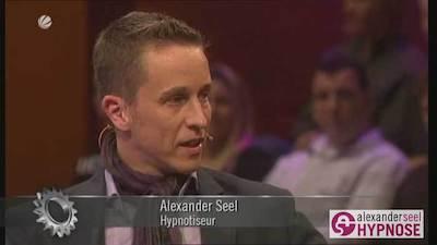 Alexander Seel beantwortet im Fernsehen Fragen zu Blitzhypnose.